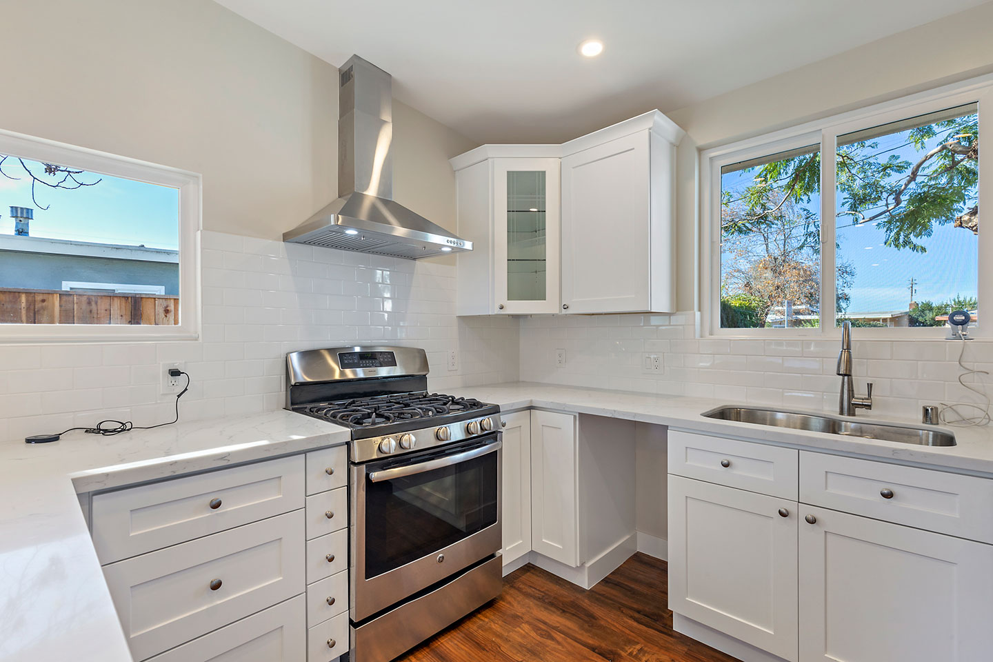 U shaped kitchen with drop in sink and quartz counter tops