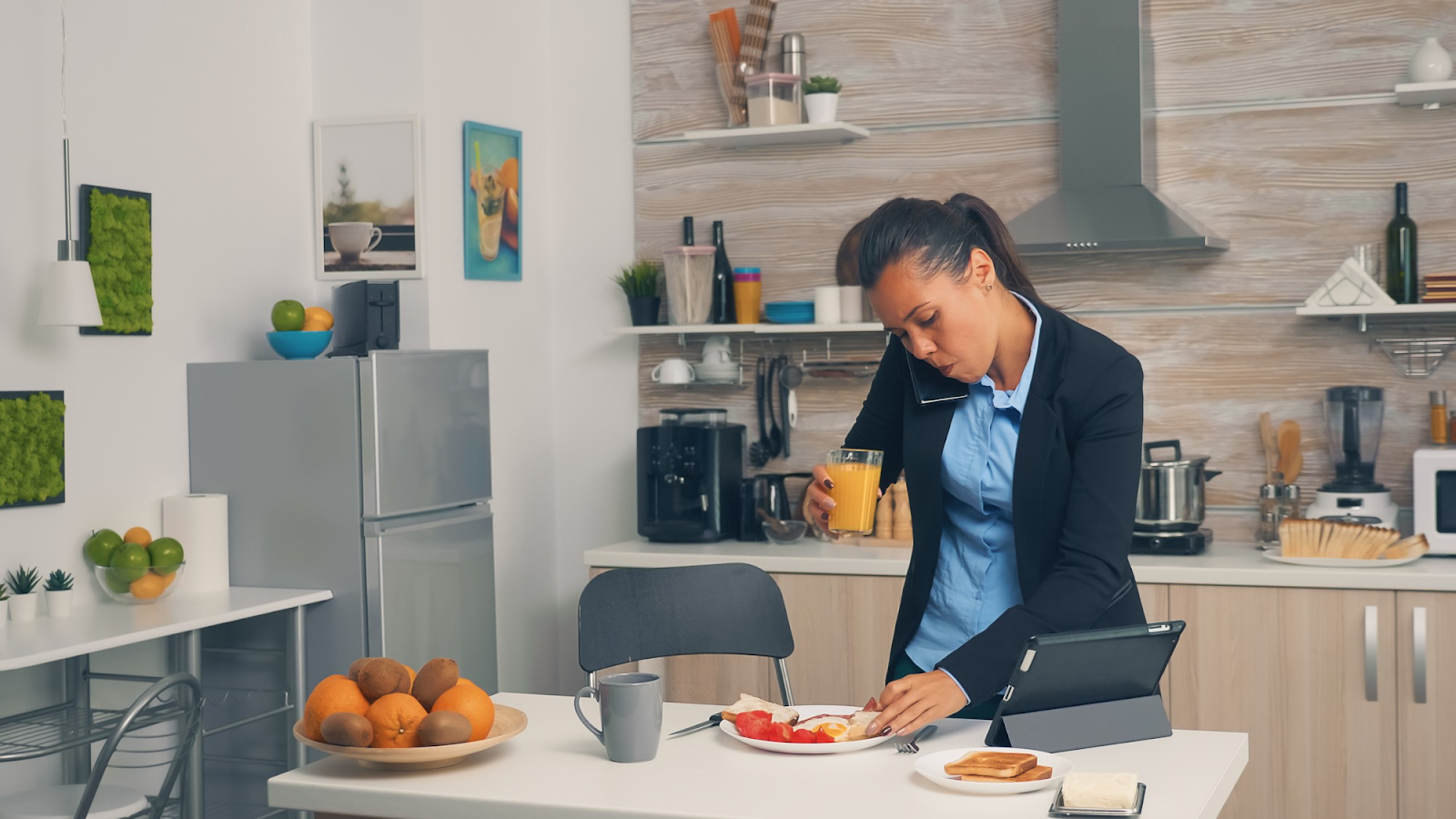 businesswoman on the phone while eating breakfast