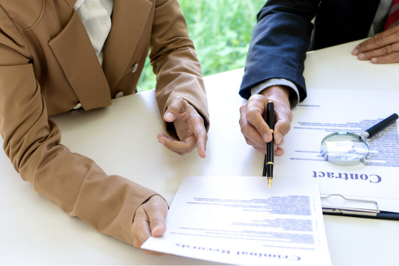 people signing contracts