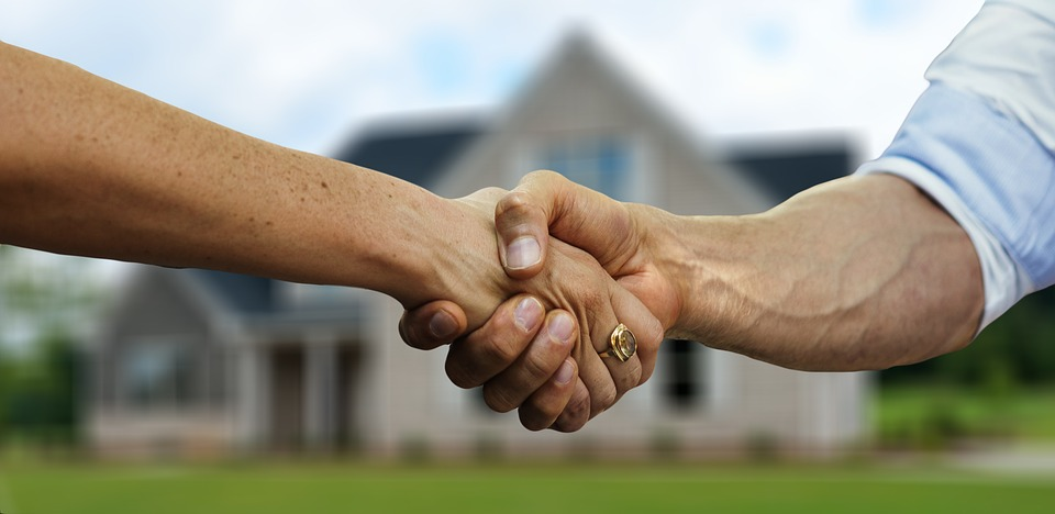 Does Jointly Titled Property Go Through Probate in Illinois?