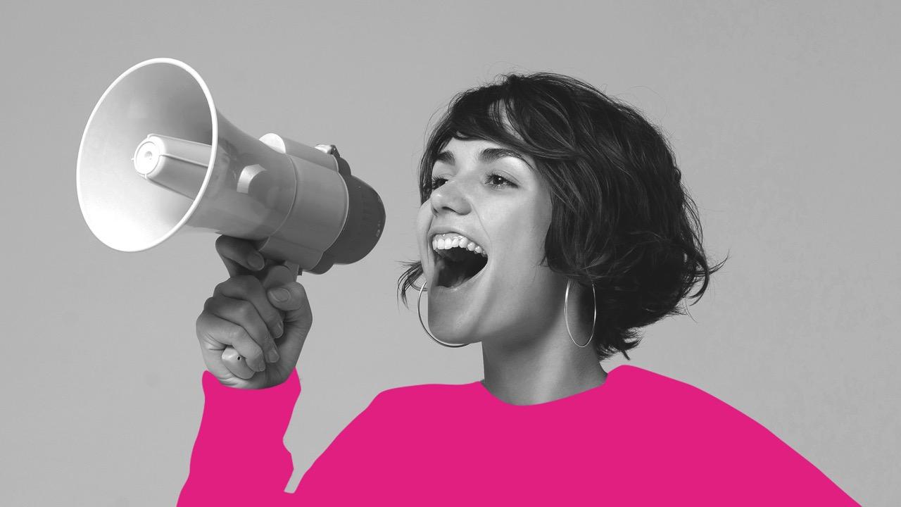 foto mulher com megafone