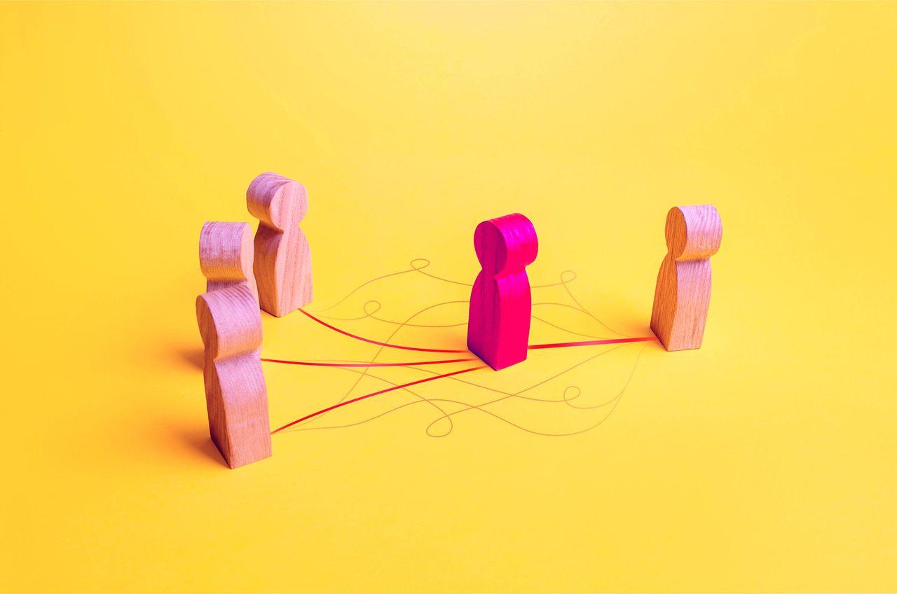 bonecos representando coparticipação