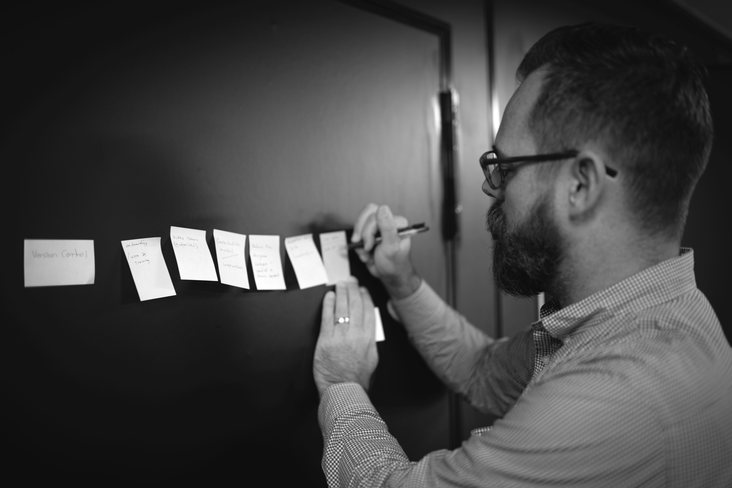 kevin smith brainstorming on post its