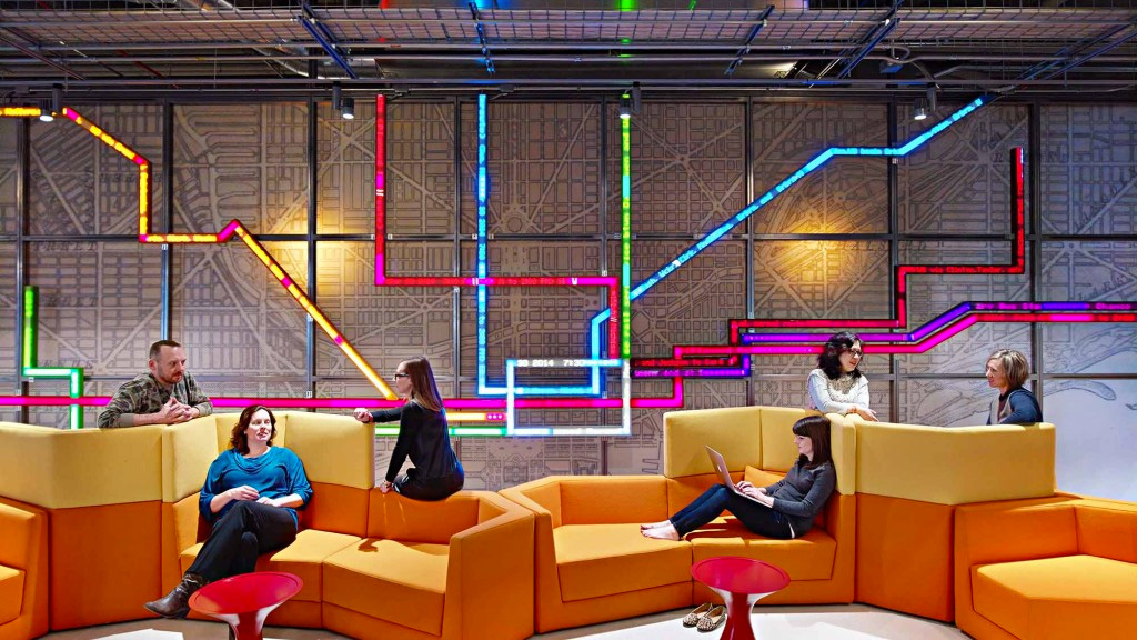 Awesome LED wall map in Motorola's Chicago office