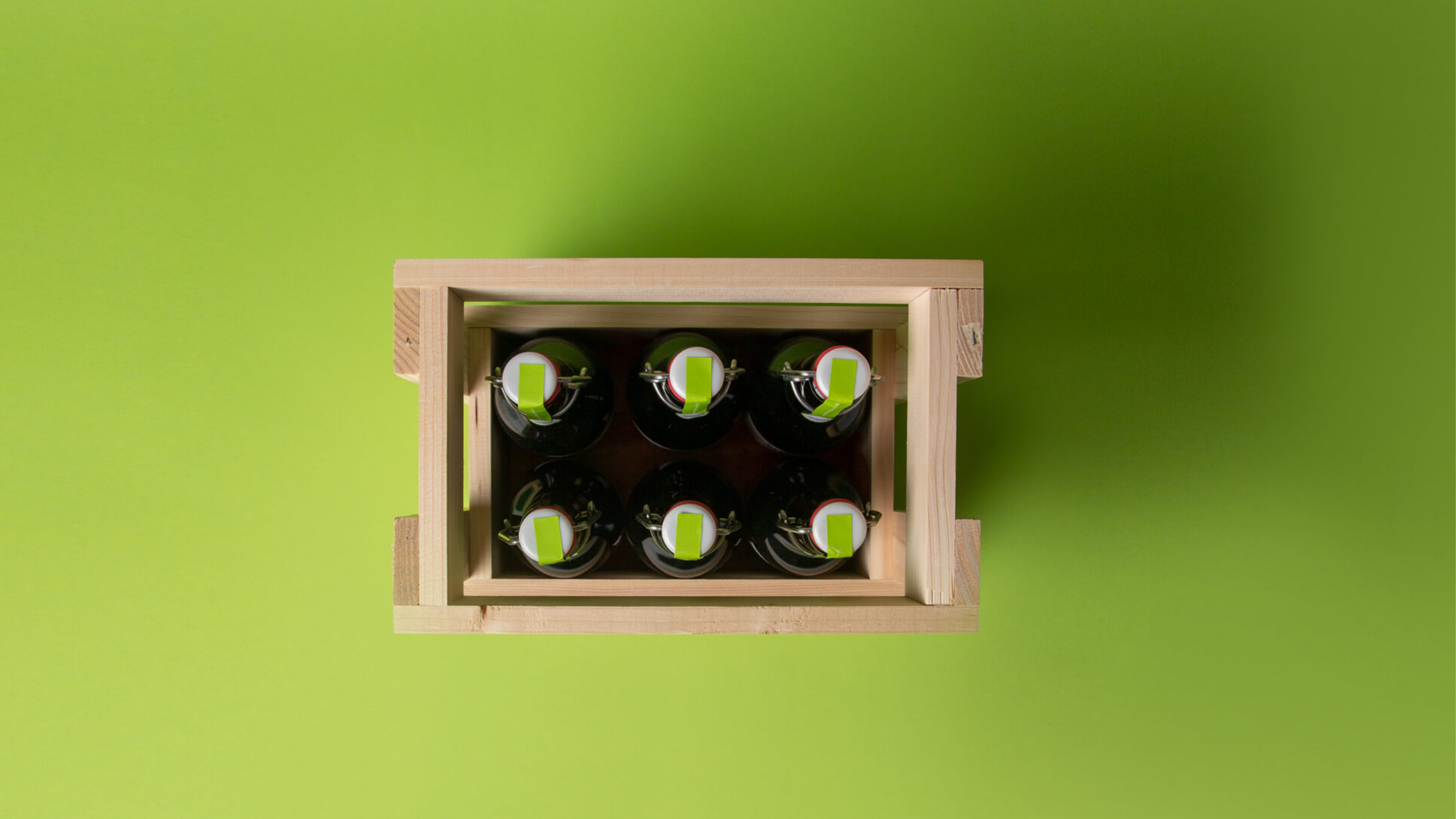 Husner Bierflaschen von oben in einer Harassen