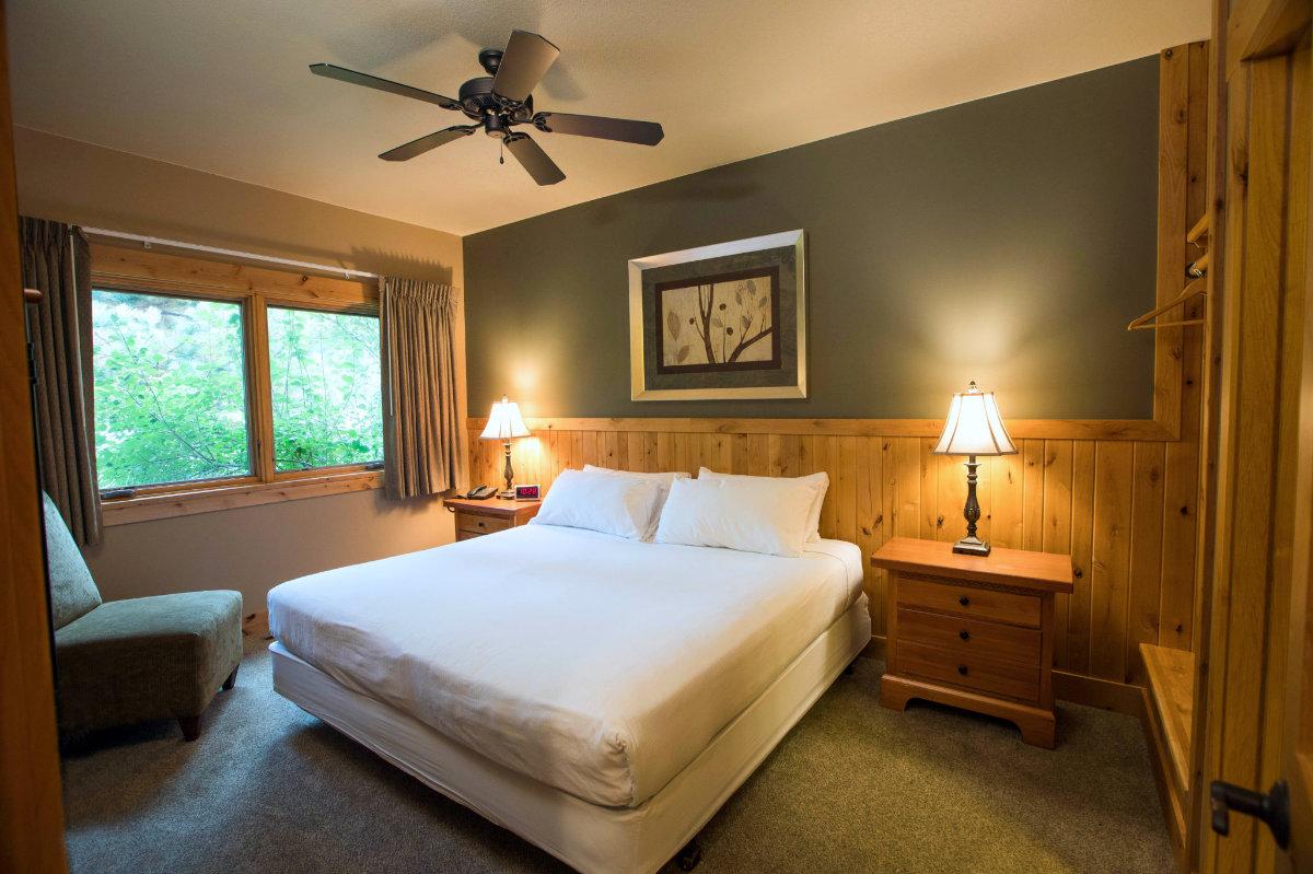 Ruttger's Bay Lake Villa bedroom