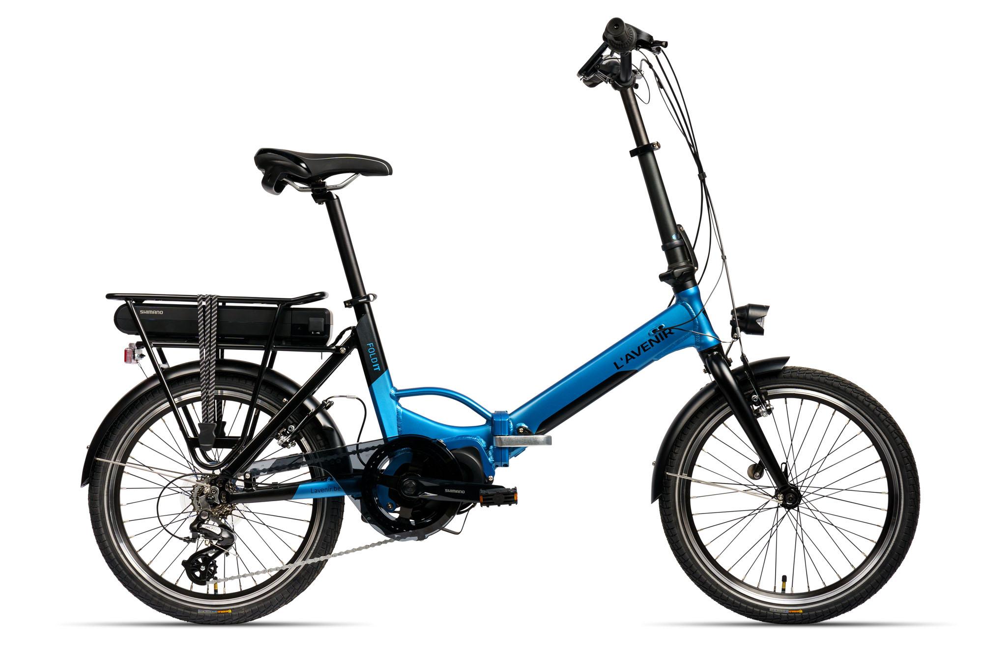 Onze e-bike collectie bevat nu ook een aantrekkelijke plooifiets, uitgerust met het uiterst betrouwbare Shimano Steps e-bike systeem. De FOLD IT heeft een comfortabel en gemakkelijk lage-opstapframe en 7 versnellingen, waardoor je je comfortabel en wendbaar door de stad beweegt.