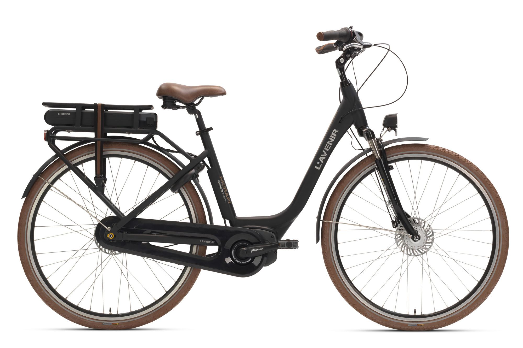 Deze stijlvolle e-bike is uitgerust met het ShimanoSteps E5000-systeem en beschikt over een Nexus 8 premium versnellingsnaaf en krachtige, onderhoudsarme C6000 rollerbrakes. Zo ben je verzekerd van jarenlang zorgeloos fietsplezier. Het prachtig vormgegeven lage-opstapframe wordt gelast met smooth welding, een techniek die je doorgaans alleen bij premium merken terugvindt.