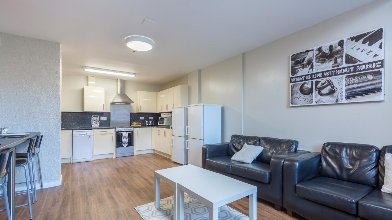 4-Bed Flat