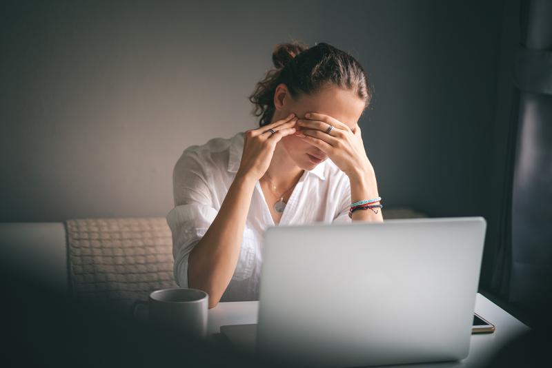 Burn-out: quels sont les signaux d'alerte et que faire?