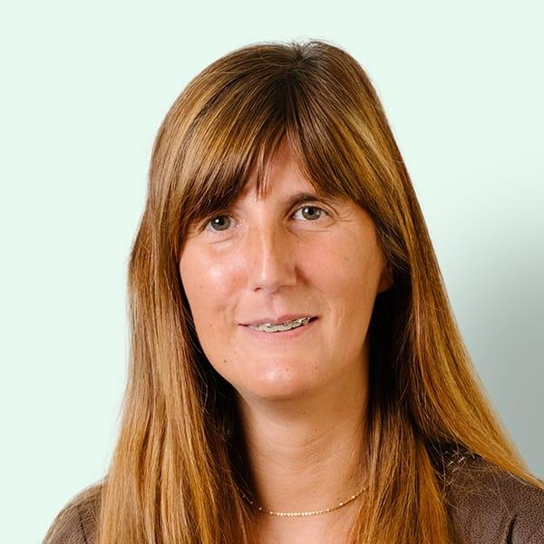Profielfoto met groene achtergrond van Ten Anker teamlid Cindy Borny