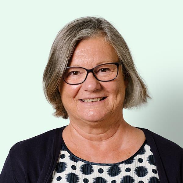Profielfoto met groene achtergrond van Ten Anker teamlid Hadewijch Vancoillie