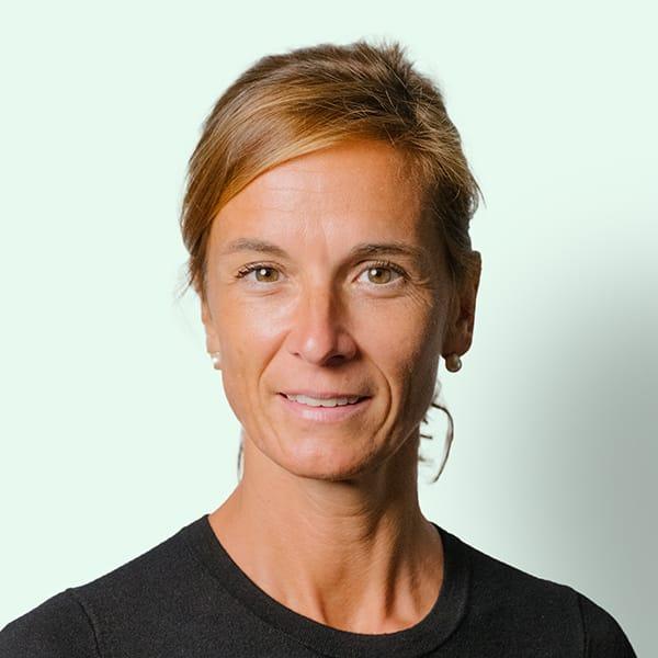 Profielfoto met groene achtergrond van Ten Anker teamlid Nancy Vanderhaeghe