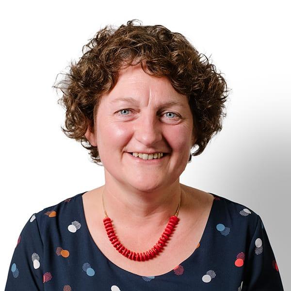 Profielfoto met witte achtergrond van Ten Anker teamlid Mieke Vanparijs