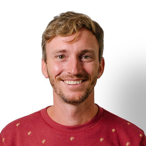 Profielfoto met witte achtergrond van Ten Anker teamlid Ruben Dehuvyne (referent dementie)