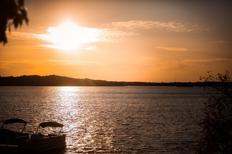Golden hour over Bay Lake. We never get tired of these sunsets!   https://www.ruttgers.com/lodging  #rblr #baylakemn #ruttersbaylakeresort #deerwoodmn #sunset #naturephotography #wanderlust #weekendgetaway #resortlife #lakeside #lakelife #exploreminnesota