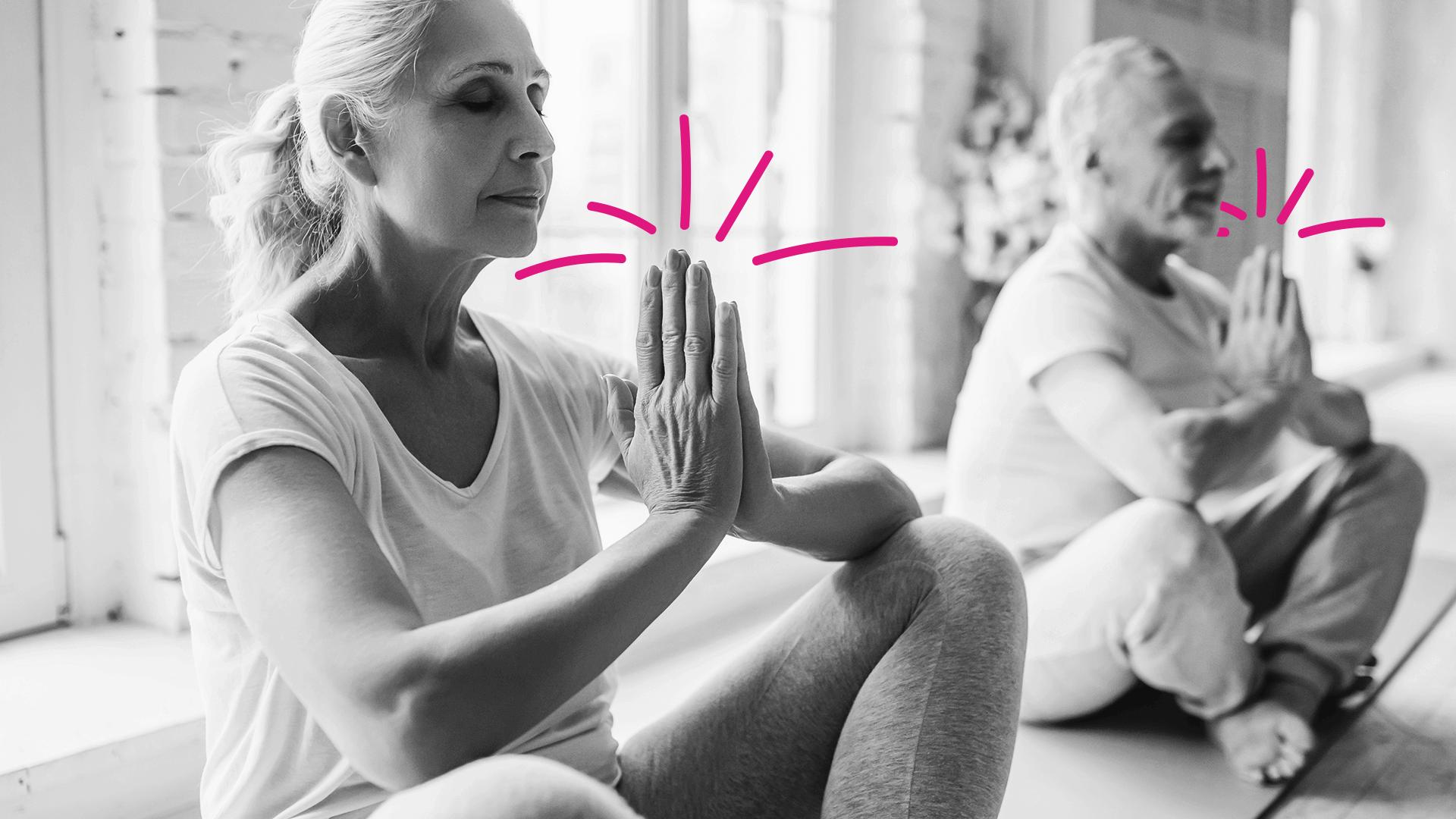 pessoas meditando juntas