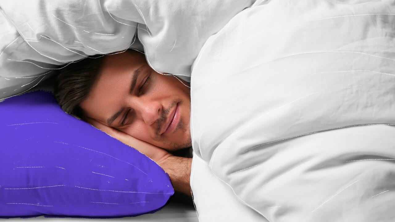 pessoa dormindo com a cabeça no travesseiro