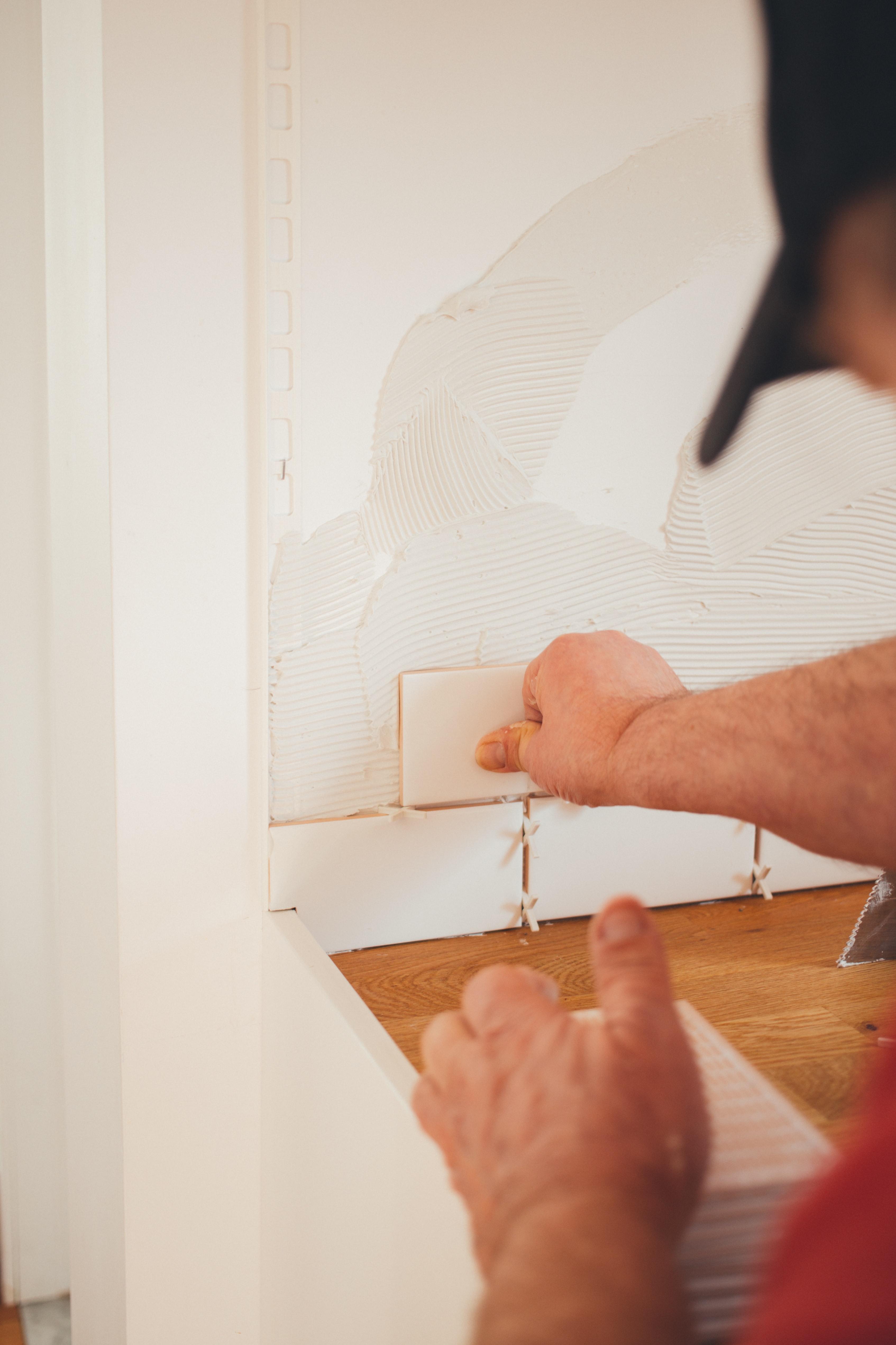 Kitchen install backsplashu