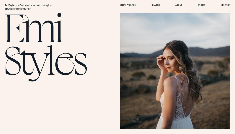 Una imagen del sitio web de peinado nupcial de Emi Styles donde presenta su trabajo.