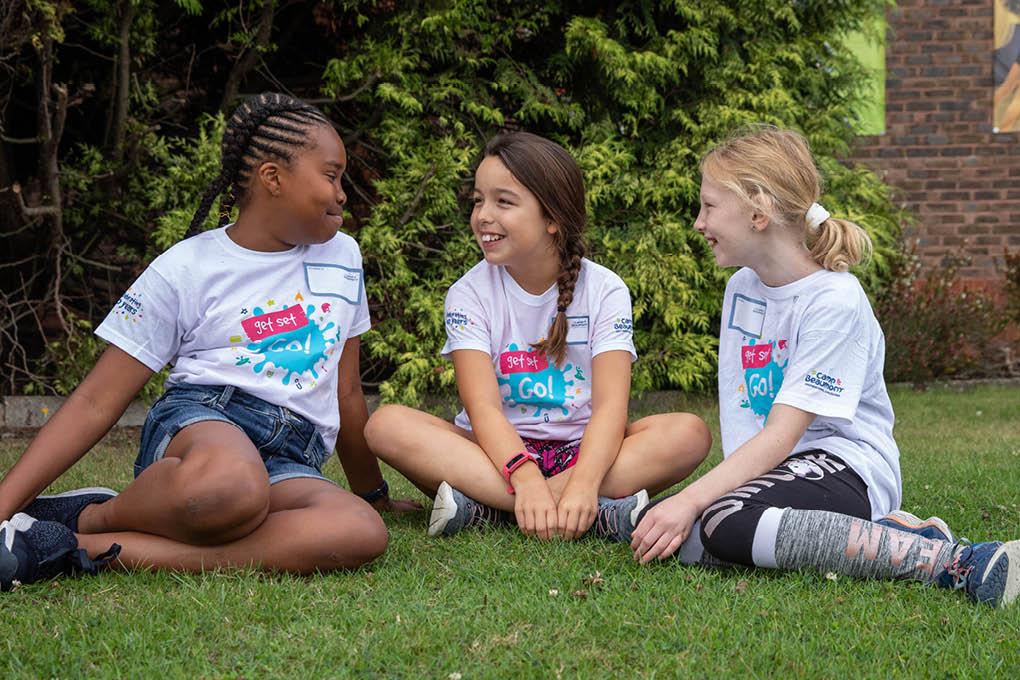 Chatting girls group fun candid