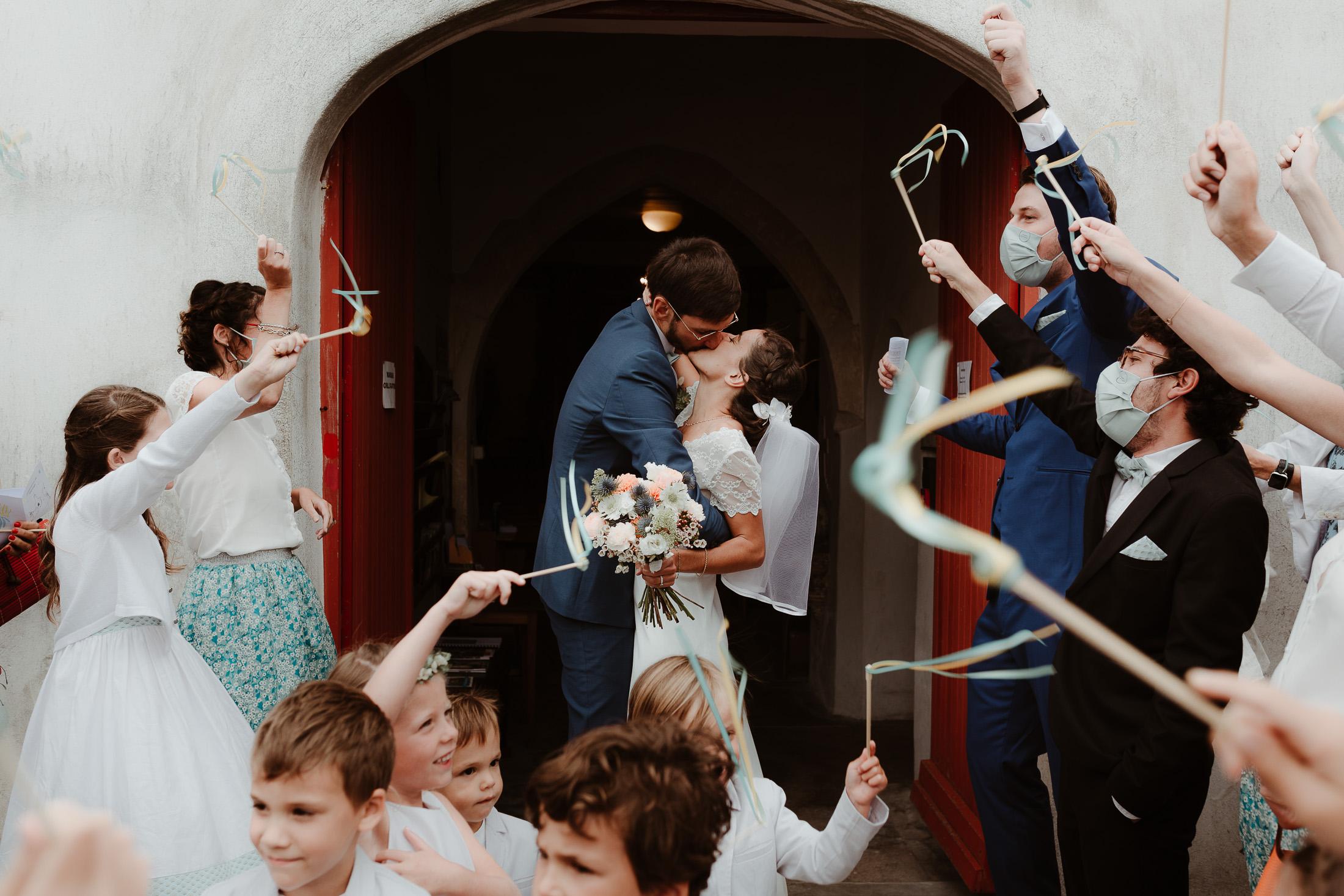 Le couple à la sortie de la cérémonie