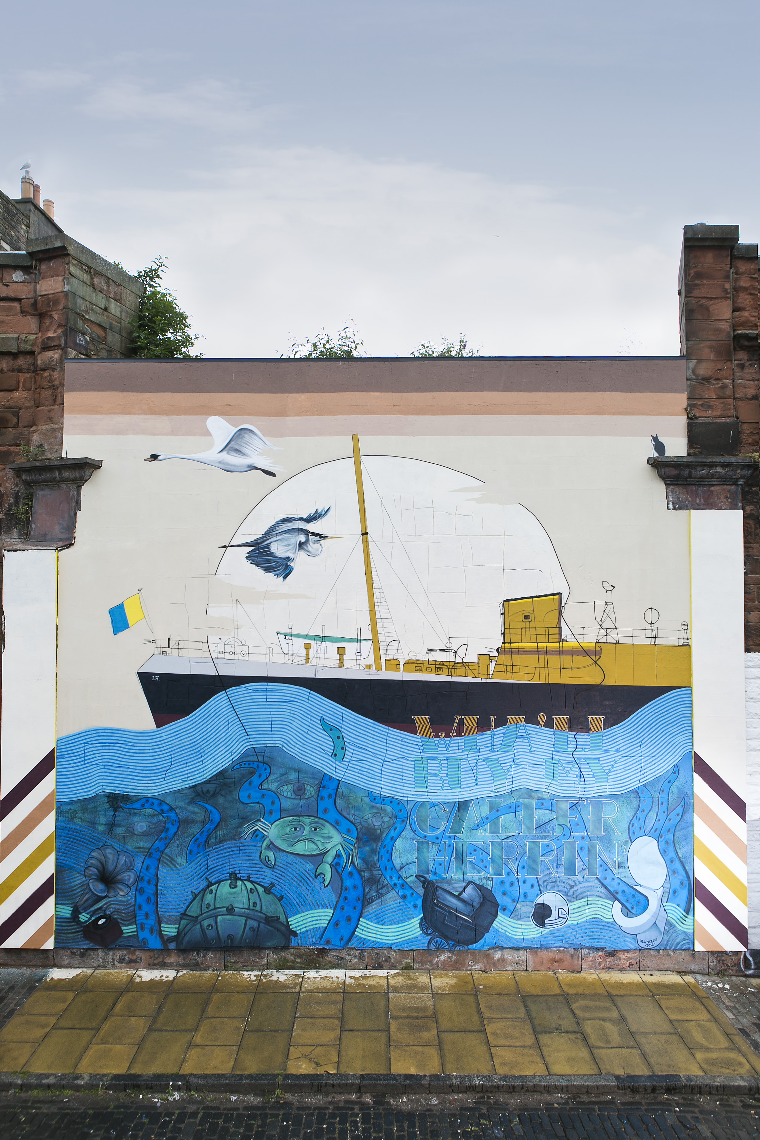This mural shows a boat on the sea with birds flying above