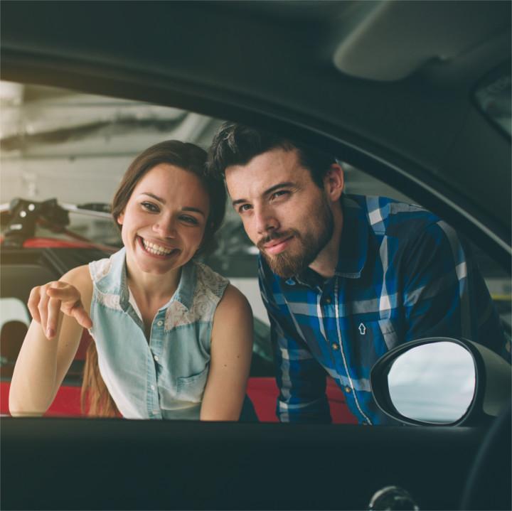Kupno samochodu – umowa, podatek, ubezpieczenie przy zakupie auta