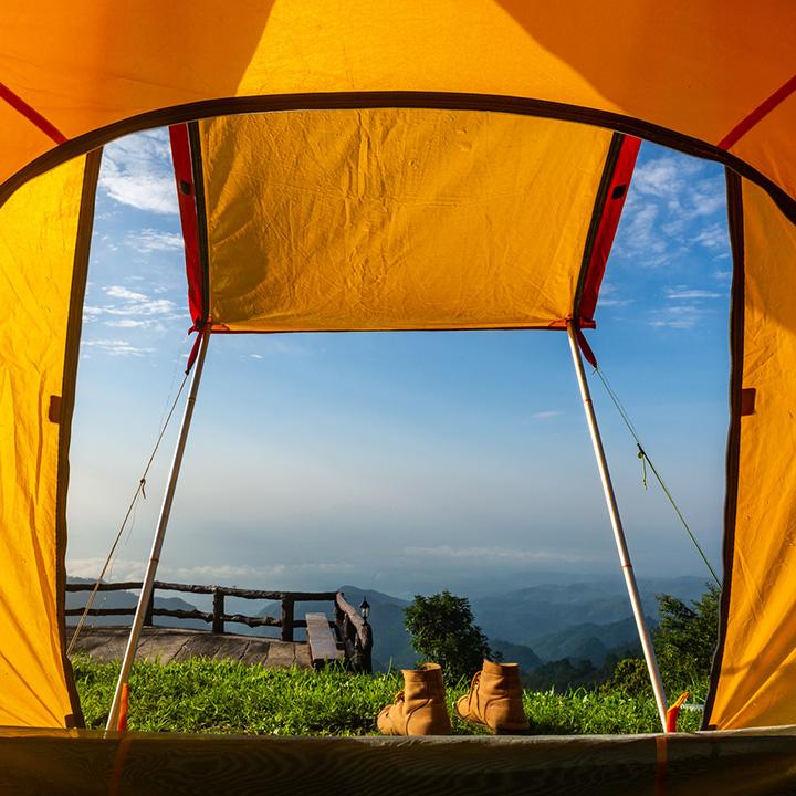 Wakacje pod namiotem – co zabrać i jaki wybrać namiot?