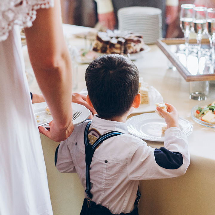 Dzieci na weselu – jak zapewnić im odpowiednią rozrywkę?