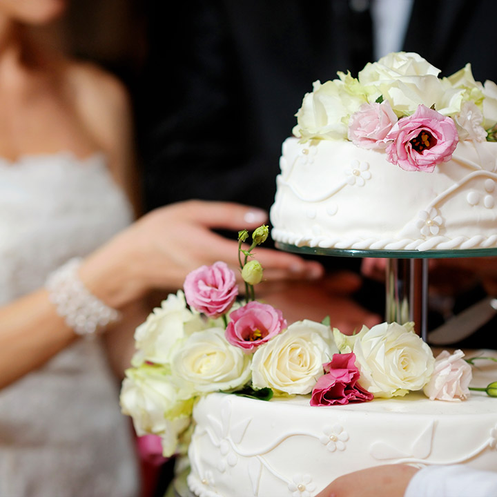 Ile kosztuje tort weselny na 50, 100, 150 osób?