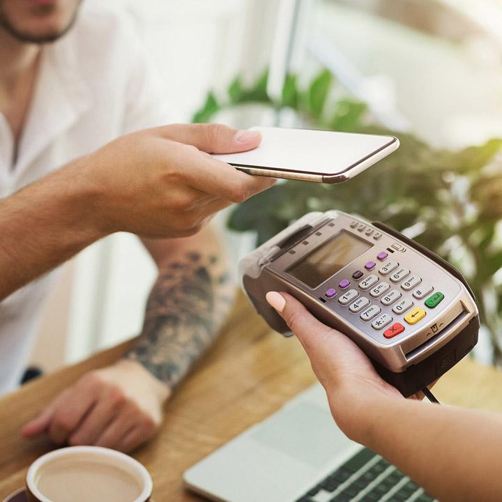 Jak i gdzie płacić blikiem? Czy płatność telefonem jest bezpieczna?