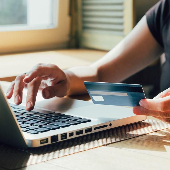 Jak bezpiecznie płacić kartą przez Internet? - Vivus.pl