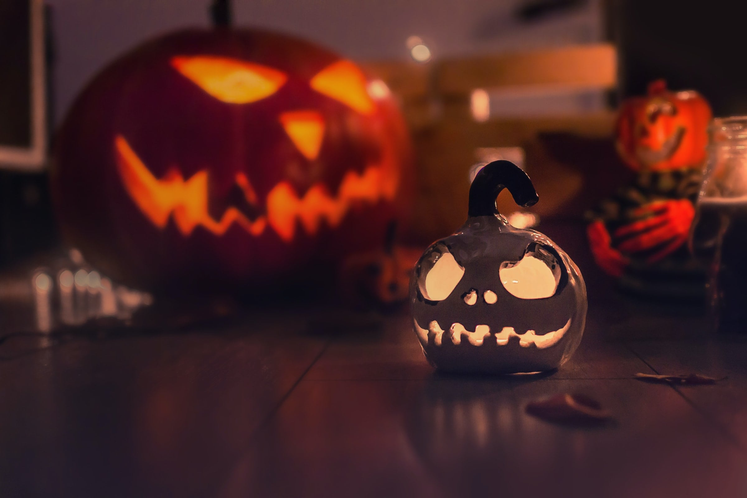 Jack-o-lanterns on table
