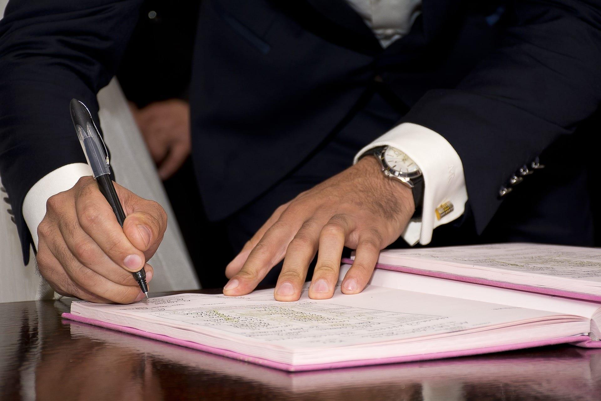 Achat immobilier : signature de la promesse de vente devant un notaire