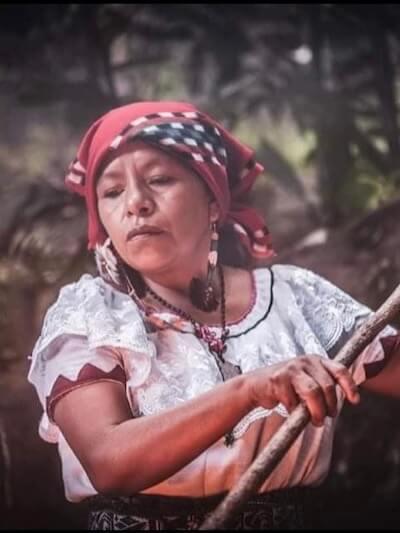 Nana Marina Cruz