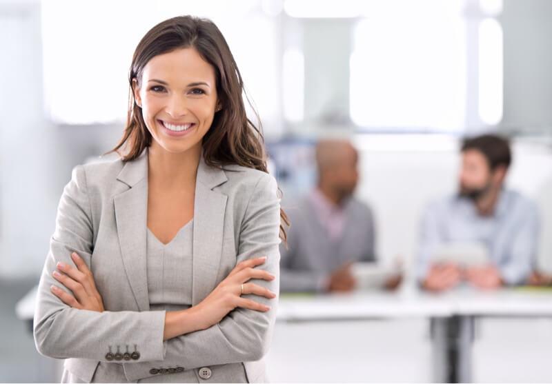 Nómina de facturas de mujer de negocios