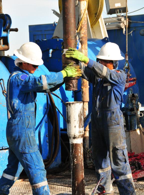 hombres de la empresa de perforación petrolera