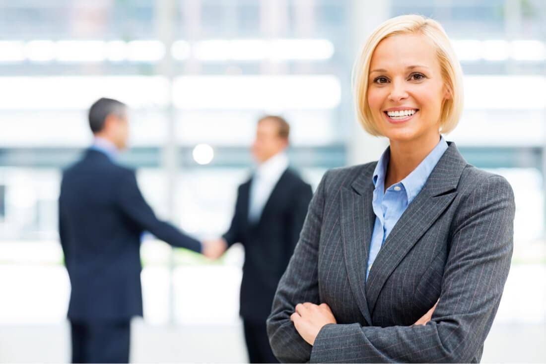 mujer de negocios financiación de nómina ilimitada