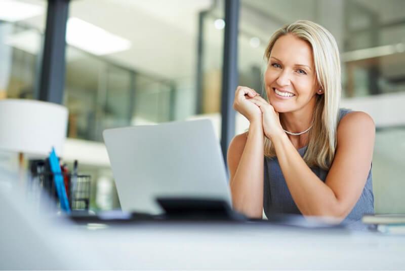 mujer dotación de personal empresas de factoraje