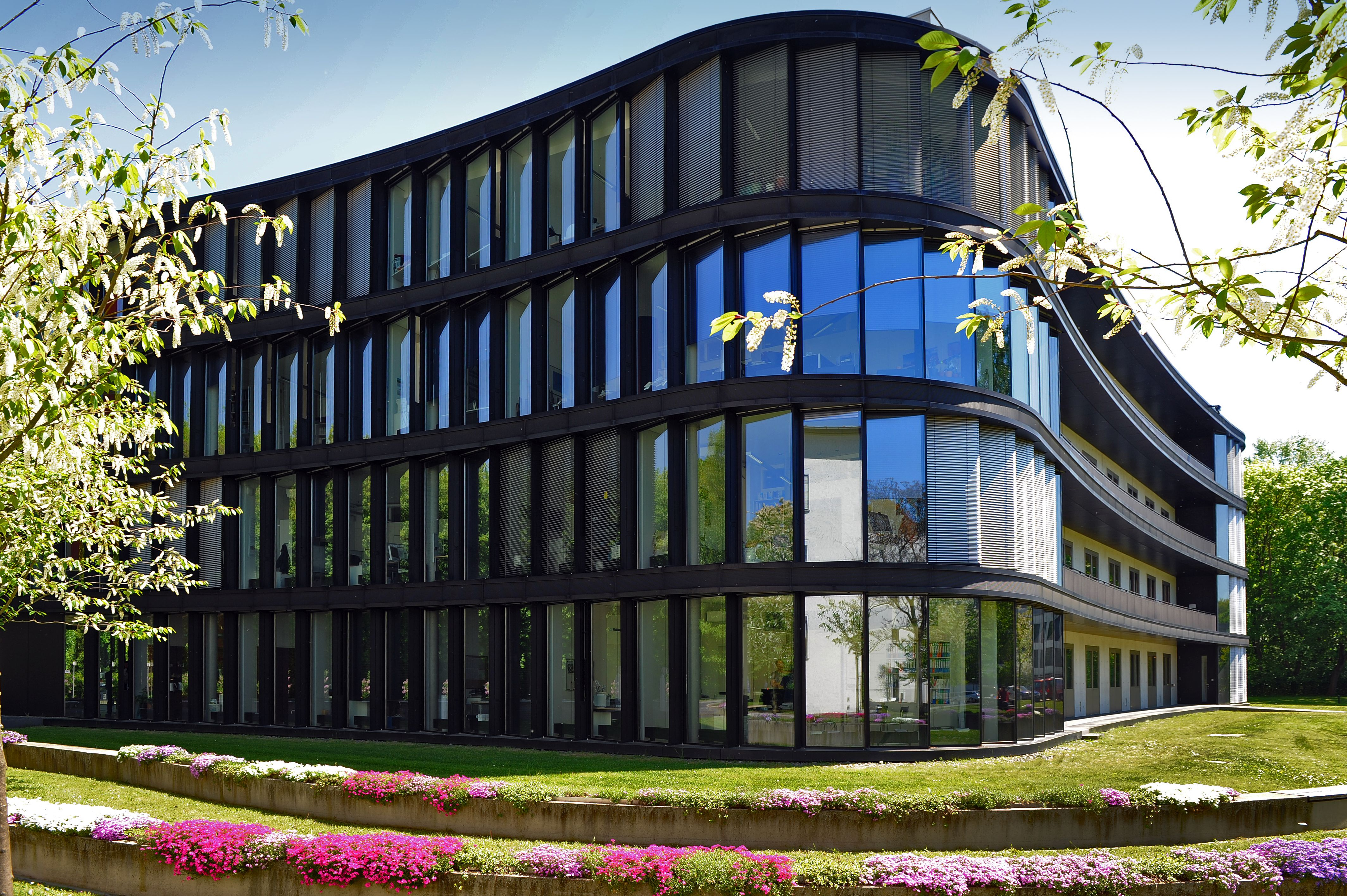 Ansicht der Außenfassade des Hauptgebäudes des Campus Berlin Buch