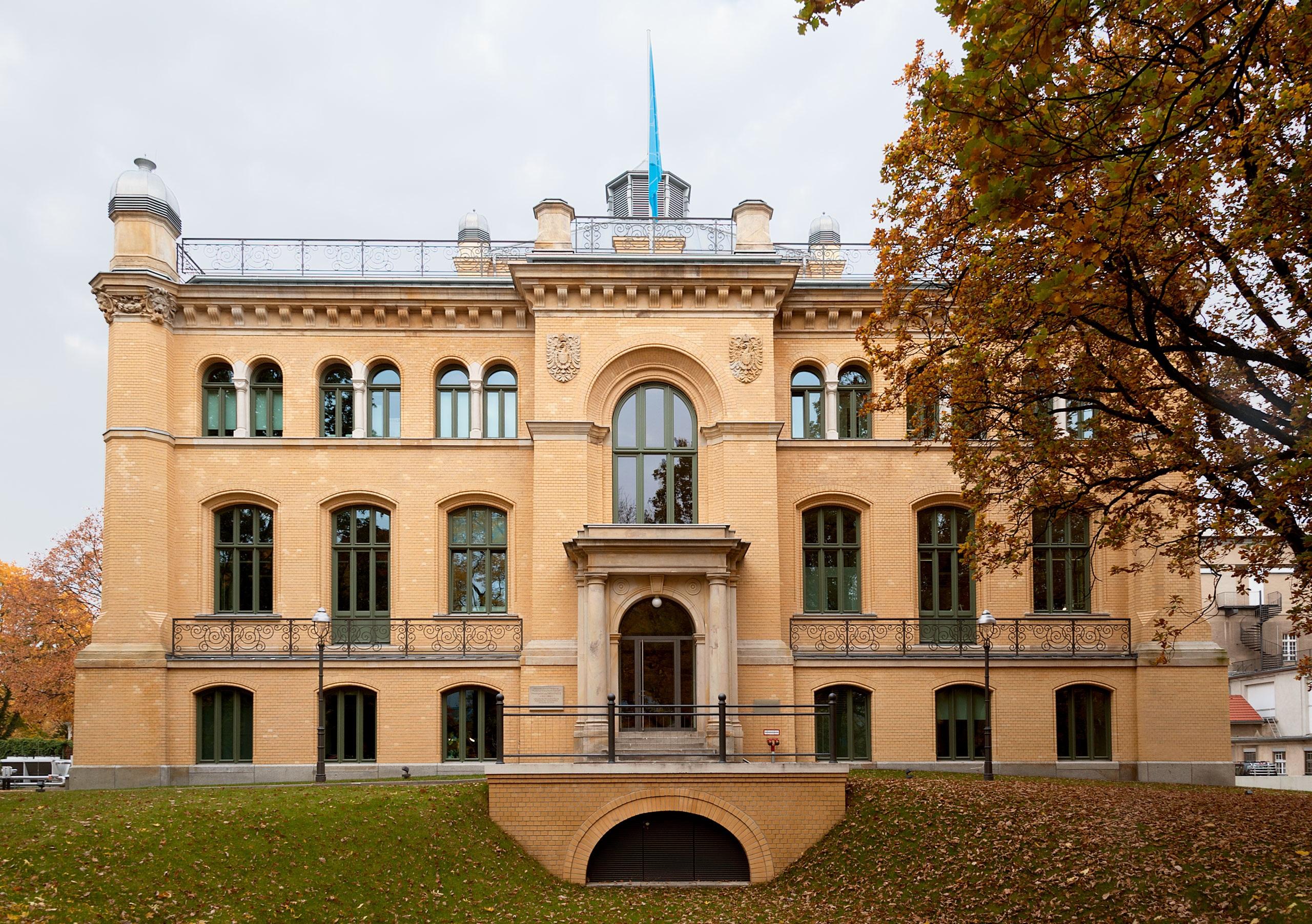 Gebäudeansicht der Physikalisch-Technischen Bundesanstalt in Berlin