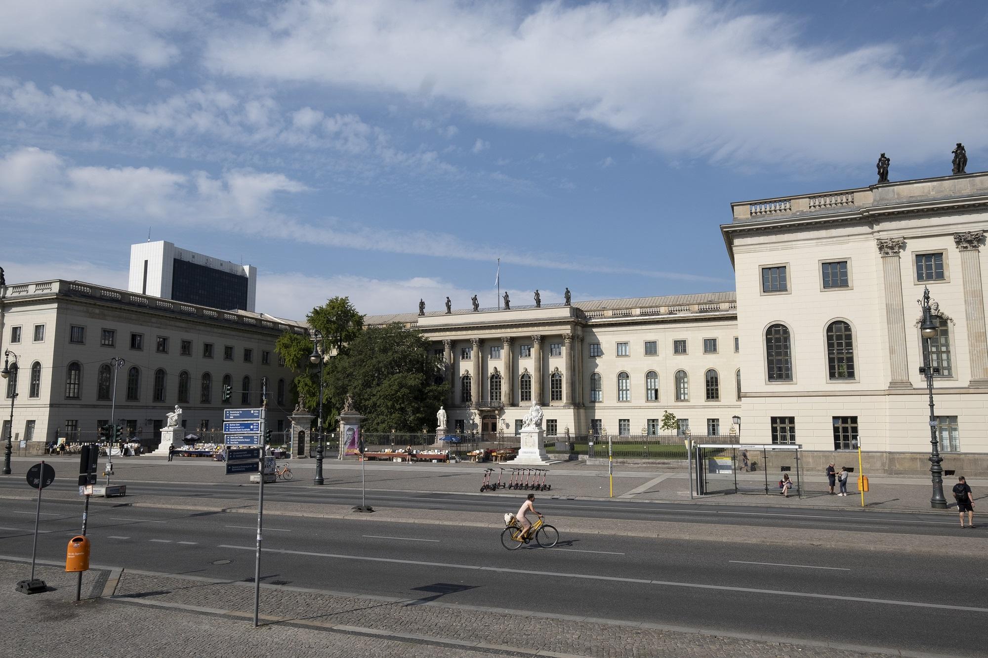 Ansicht Hauptgebäude der HU-Berlin in der Straße Unter den Linden in Berlin