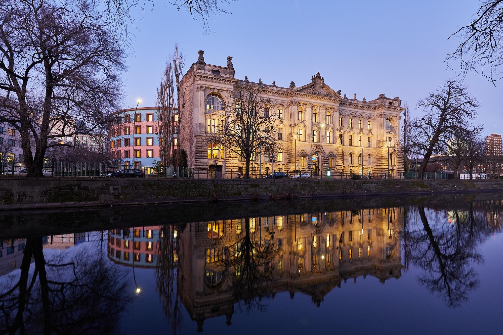 Ansicht der Außenfassade des WZB in Berlin