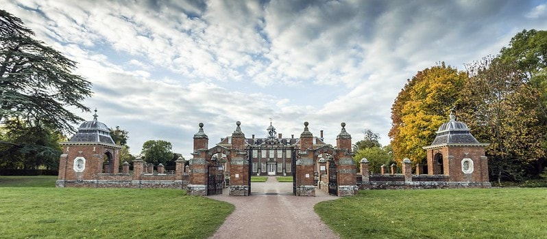 The drive way up to the main gates at Hanbury Hall.