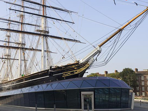 Looking up at the Cutty Sark from the righthand side.