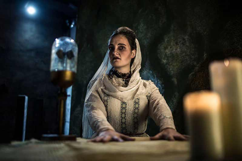 frightening actor at the london dungeon