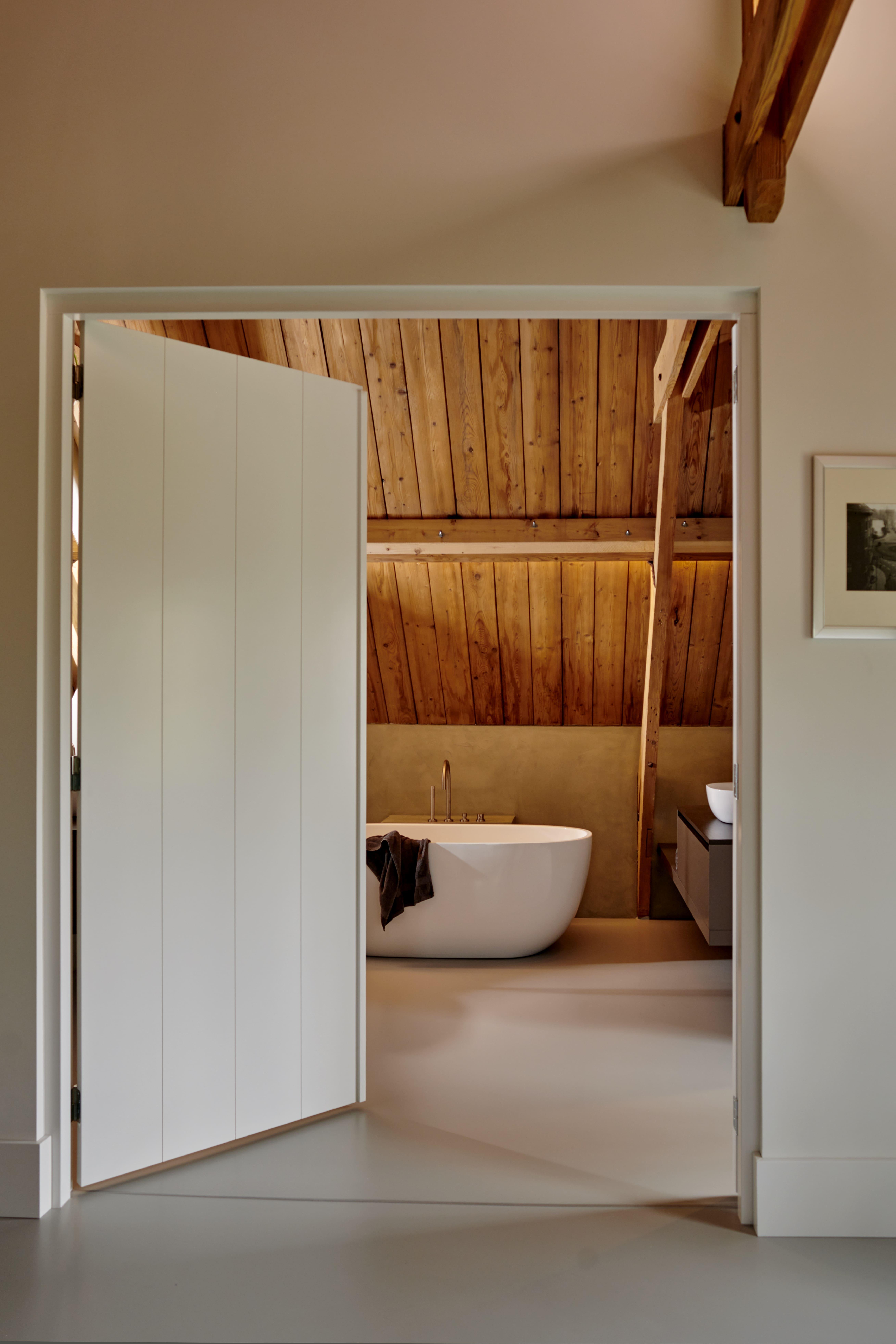 De deur naar de badkamer