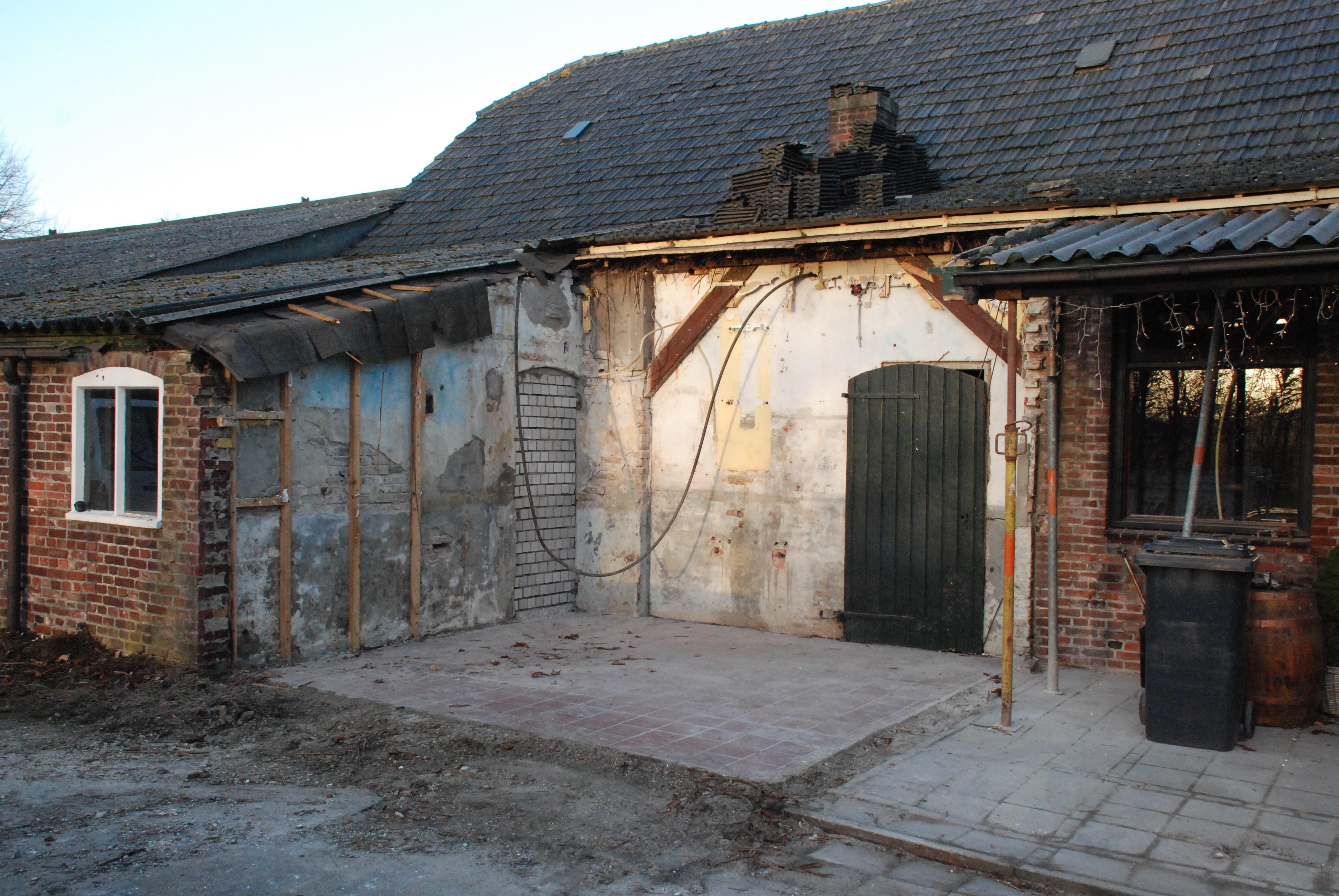 Oude varkenstal werd deels gesloopt voor terras