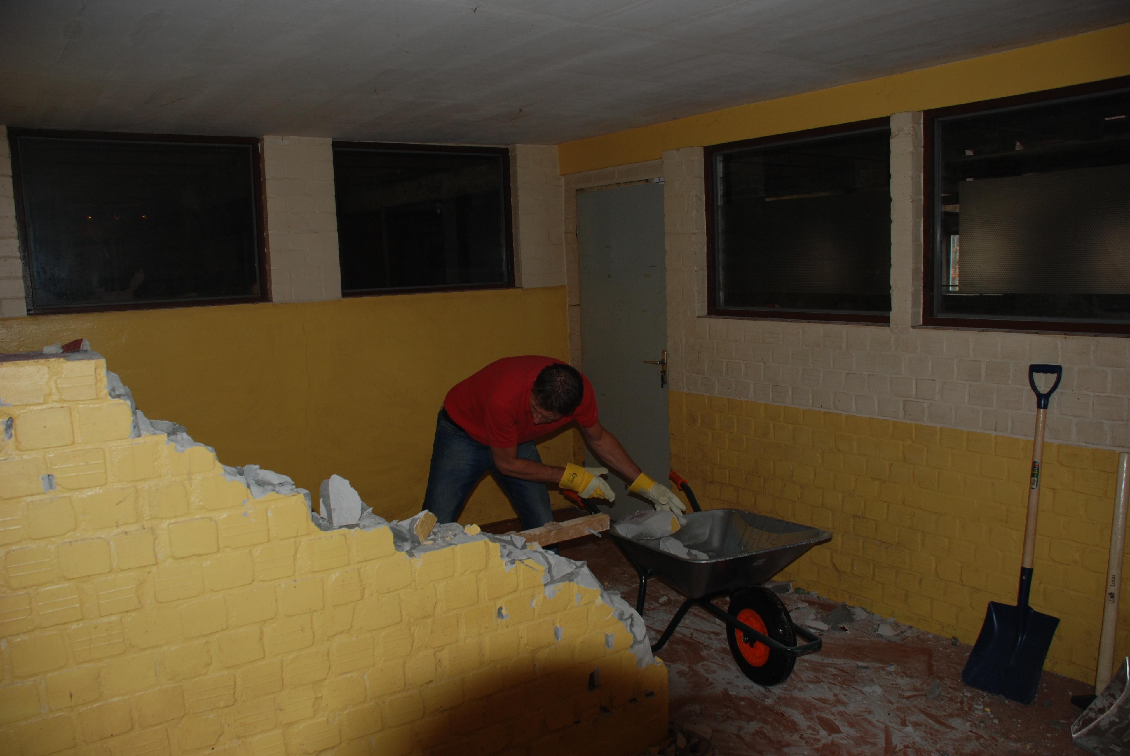 Gert-Jan aan het werk tijdens de verbouwing